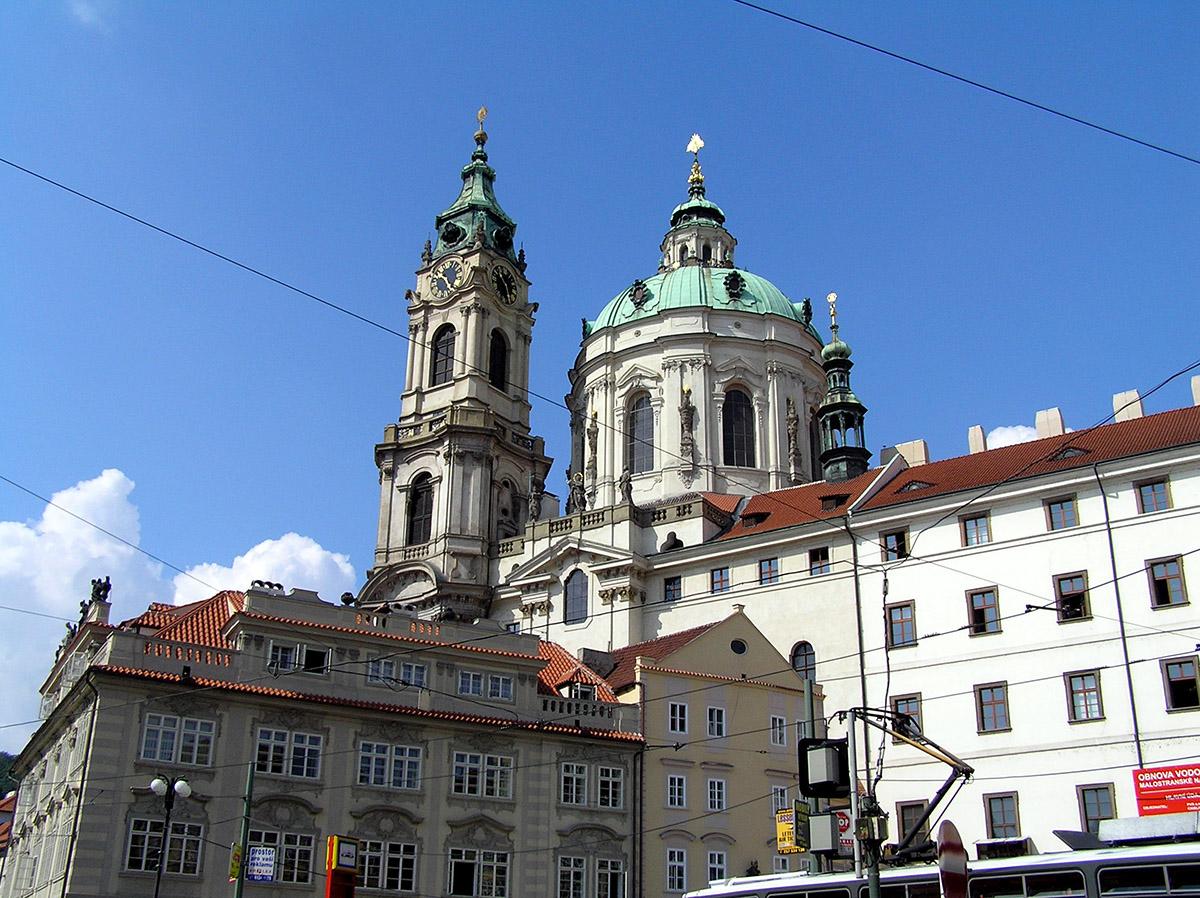 Церковь Святого Николая (Kostel svatého Mikuláše) на Малостранской площади (автор - Pemolo)