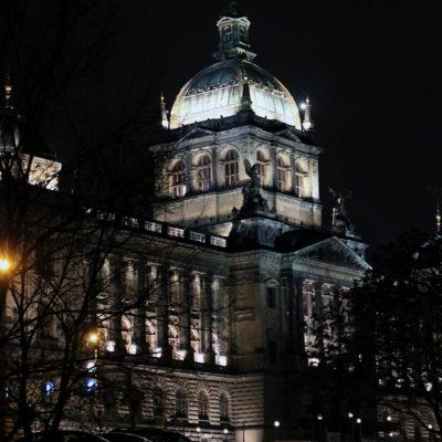 Национальный музей ночью